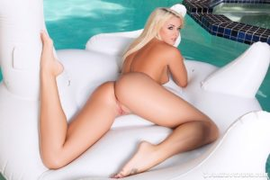 cheyenne-cummings-white-swan-12