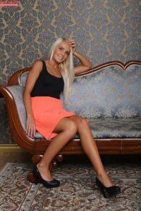 blonde-caitlin-feet-karups-pc-1-1