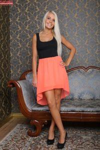 blonde-caitlin-feet-karups-pc-1-2