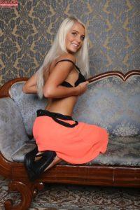 blonde-caitlin-feet-karups-pc-1-4