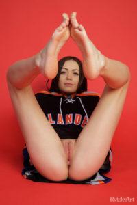 casia-rylsky-art-camel-toe-feet-2-16