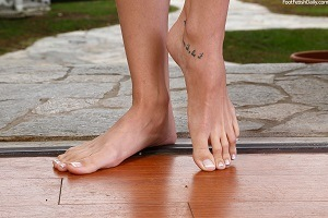 A pair of super hot feet!