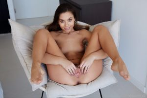 Sabrisse spreads pussy barefoot.