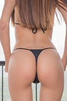 Mily Mendoza´s ass in string bikini.