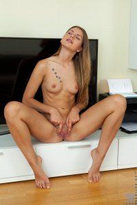spread-pussy-sexy-feet-10