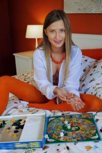 lisa-dawn-strip-games-sexart-2