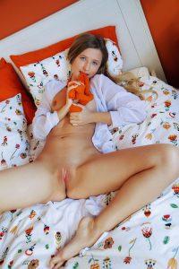 lisa-dawn-strip-games-sexart-6